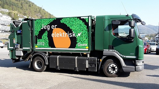 DAF LF.220 4x2 12 tonne chassis, converted by EMOSS Mobile Systems BV from conventional Euro 6 diesel power to battery power and fitted with a GeesinkNorba' 7m³ 0720 unit and fitted with GeesinkNorba's GCB series comb type bin lifting equipment. This unit is working in Bergen-Norway.